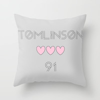 Louis Tomlinson 1991 Throw Pillow by Diamond Merch