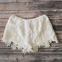 Cecily Floral Crochet Shorts (Ivory)