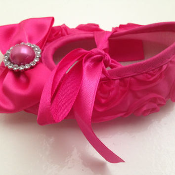 Pink baby rosette crib shoes and headband set