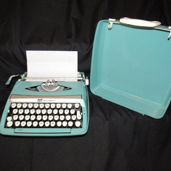 1960's Smith Corona Typewriter / Vintage Manual Typewriter / Portable Typewriter Hard Carry Case / Retro Office Industrial / Mad Men Style