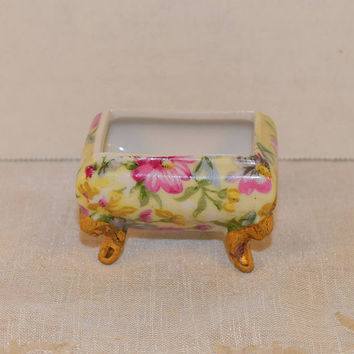 Miniature Footed Trinket Box Vintage Gilded Feet Open Salt Cellar Shabby Chic Chintz Style Trinket Bowl Jewelry Ring Holder Dresser Vanity