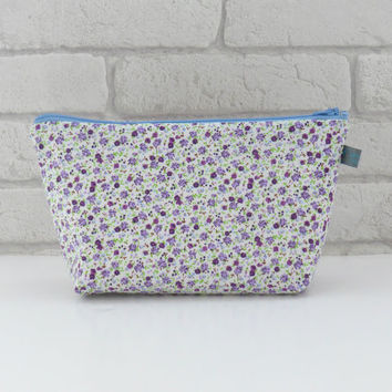 Pretty Floral Makeup Bag // Wash Bag // Toiletry Bag with waterproof lining