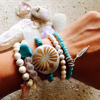 Turquoise Bracelet / Boho Jewelry / silver feather/ beach/ summer jewelry/ layer/ stacking/ gift idea/ lea spirit/ unisex/ turquoise silver