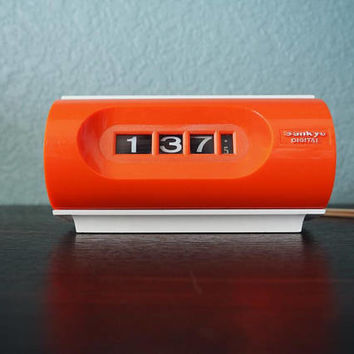Vintage 70s SANKYO Digital Flip Clock Orange and White - Works