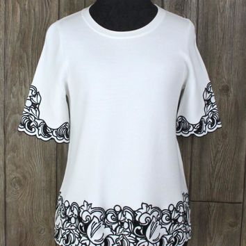 a4a0ad91069618 Nice New Ann Taylor M size White Black Embroidered Aline Top Car