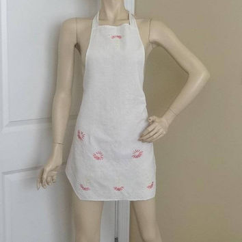 1970s Vintage White Bib Apron with Hand Embroidery, 29 Inches Long From Top of Bib, 2 Pockets, All Cotton, Tie Neck, Vintage Apron