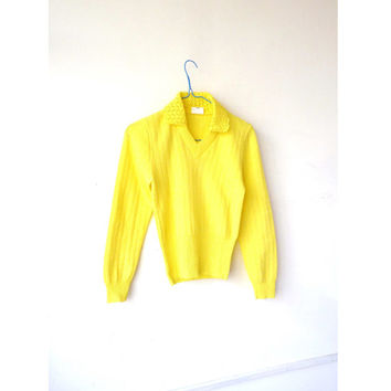 70s SUNSHINE yellow v neck jumper . pullover. crochet statement collar . xs s . PREPPY. . office wear. collared jumper. crimplene knitwear