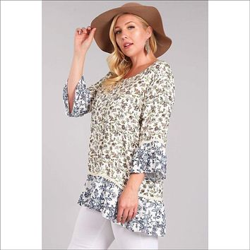 Printed, tunic top in a loose fit with a boat neck