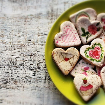 Garden wedding favors heart magnets cottage chic guest favors shabby chic bridal shower pink red green white summer spring flowers roses