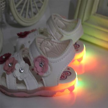 Princess Sandals for Baby Girls New Flowers LED Light Luminous Sandals Girls Soft-Soled Glowing Shoes 2018 Baby Girls Sandals