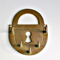 Brass Key Rack Holder Wall Hooks Hanger Vintage Padlock Keyhole Wall Decor