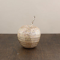 Studded apple in champagne