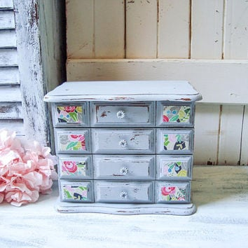 Shabby Chic Gray Jewelry Box, Grey Vintage Distressed Jewelry Holder with Decorative Flowers, Cottage Chic, Bridesmaid Box, Gift Ideas