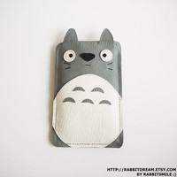 Totoro iPod touch 4 Case /  iPod touch 5 Case / iPod 4th Generation Cover / Sleeve
