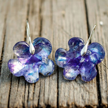 Flower Earrings, blue earrings, silver flakes, crystal resin, dainty jewellry, shiny earrings