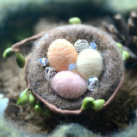 Easter eggs in bird nest pin / brooch, needle felted wool Easter eggs, pastel eggs, spring accessories, whimsical jewelry, gift under 15