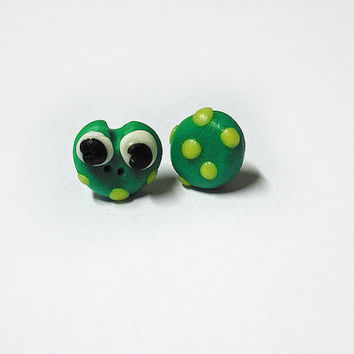 Green frog stud earrings hypoallergenic for sensitive ears handmade in cold porcelain