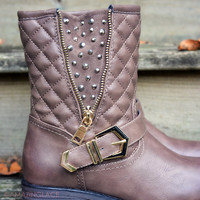 SZ 6 Well Traveled Brown Studs Quilted Boots