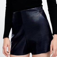 PATENT FINISH SHORTSDETAILS