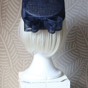 navy blue pillbox hat, navy blue fascinator,pillbox fascinator, Tea party hat,british hat, wedding hat, hat with bow, hats