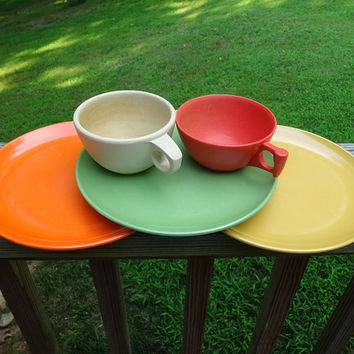 Set of 5, 1960s Melamac Dishes, 3 Lunch Plates, Orange Spaulding Ware Cup, Ivory Dallas Ware Cup, Vintage 1960 Genuine Melamine, Made in USA