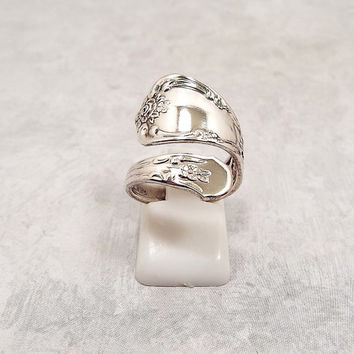 Spoon Ring, Vintage Ring, Silver Plated, Floral Ring, WM A Rogers Oneida Ltd, Oneida Ring, Vintage Oneida, Slightly Adjustable, Mid Century