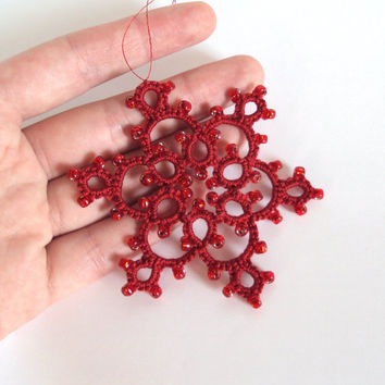 Red Beaded Christmas Decoration in Tatting - Celyna - Large