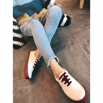 Celine Cylin 2018 spring color contrast white shoes low to help round head with low heel casual shoes women's flat canvas shoes sneakers red