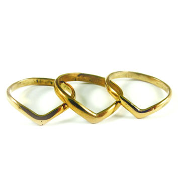 SunaharA Malibu Plain V Stacking Ring Set in Gold