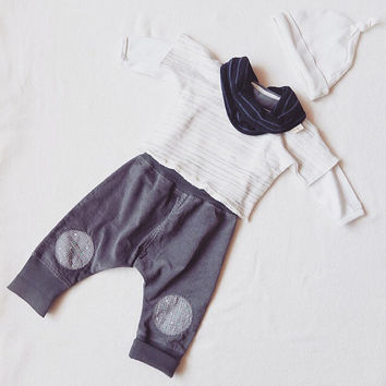 Baby harem pants. Toddler baggy pants. Comfy baby pants. Hipster baby clothing. Unisex clothing. 3 - 24 months. You pick the knee patches.
