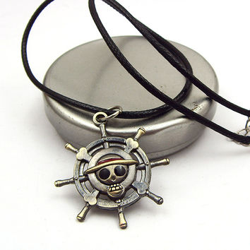2016 Vintage Anime One Piece Luffy Skull Pendant Necklace Hot Rope Chain Necklace Pendant Famous Anime Gift
