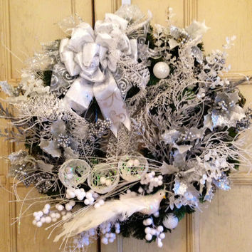 White Christmas Wreath, White and silver Christmas Wreath, decorative Christmas Wreath, Holiday Wreath,  Christmas Gift, Silver Wreath