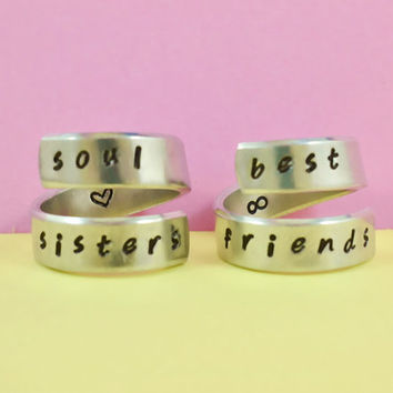soul sisters / best friends - Spiral Rings Set, Hand Stamped, Handwritten Font, Shiny Aluminum, Friendship, BFF