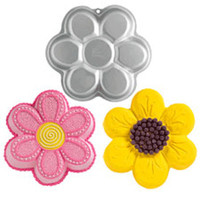Dancing Daisy Cake Pan by Wilton