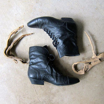 Vintage 80s Black Leather Ankle Boots Fold Over Pippi Boots Lace Up Granny Booties Pointy Toes Witch Witchy Victorian Boots Womens 7