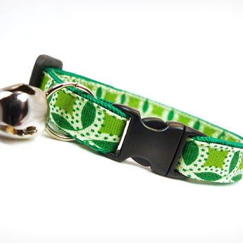 """Cat Collar - """"Holly and the Ivy"""" - Green Leaf Paisley"""