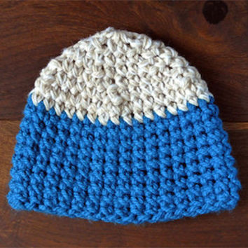 Blue mountain / chunky Crochet colorblock cap in blue and white color