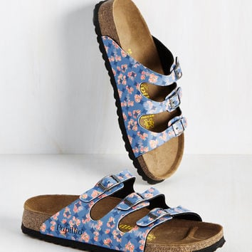 Strappy Feet Sandal in Blue