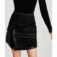 CONTRASTING TWEED MINI SKIRT DETAILS