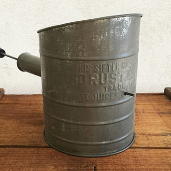 Vintage Tin Flour Sifter with Patented No Rust Bottom / Farmhouse Country Rustic Primitive Kitchen Decor / Kitchen Sieve Pastry Bakeware