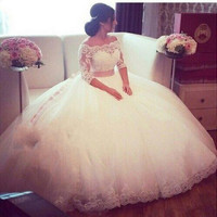 Plus Size Lace Wedding Dresses 2016 Ball Gown Boat Neck Three Quarter Wedding Dress Tulle Floor Length Bridal Gowns