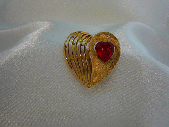 Vintage J.J. Gold-Tone Heart Brooch / Pin with Red Heart Shape Gem