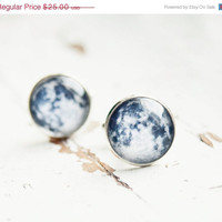 ON SALE Full moon cufflinks - Geek cuff links - Men cuff links - Free Worldwide Shipping - Gift for HIM under 25 Usd