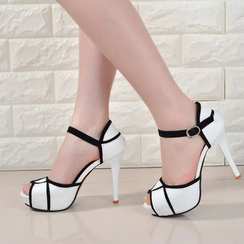 Hollow buckle European and American fight color women shoes