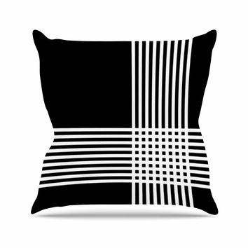 "Trebam ""Krizanje v2"" White Black Throw Pillow"