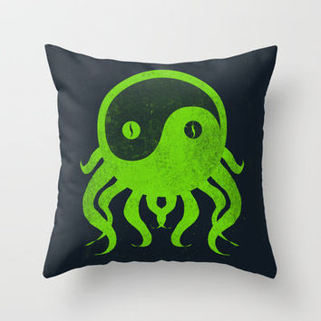 yin yang cthulu Throw Pillow by frederic levy-hadida