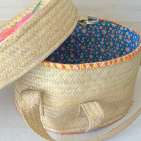 Vintage Raffia Bag, Decorative Hat Box, Woven Basket with Lid,  Round Straw Handbag, Unique Sewing Basket