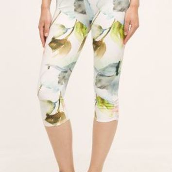 Jala Clothing Summer Blossom Crops in White Size:
