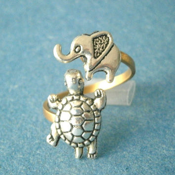 Silver turtle ring with an elephant
