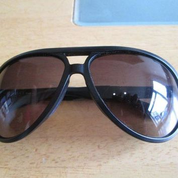 DCCK2JE Gucci black frame aviator sunglasses. GG 1030.